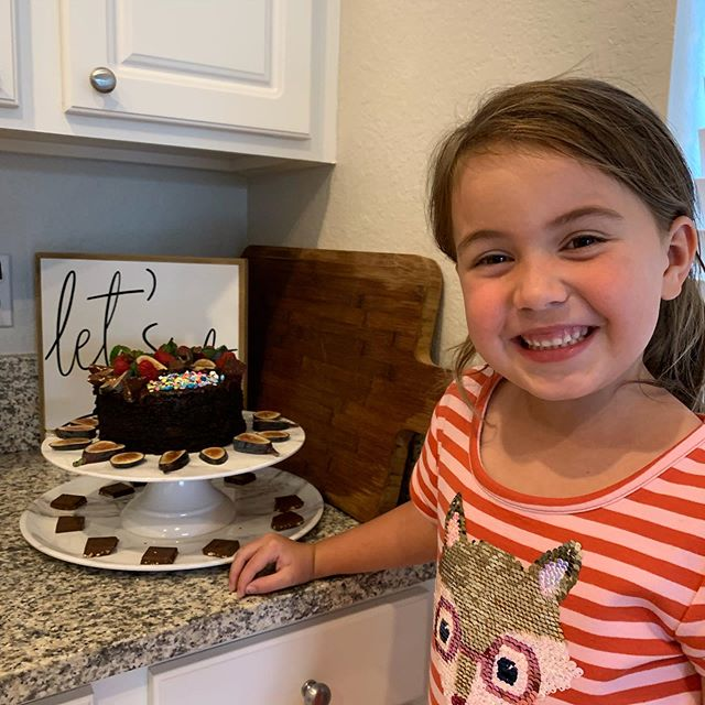 This cutie is so adorable and such an impressive baker !👩‍🍳 Delicious and beautiful cake made with so much love ❤️ #specialmoments #kidsbaking #lovemyfriends #greattimes #precious #alluresalonnaplesfl