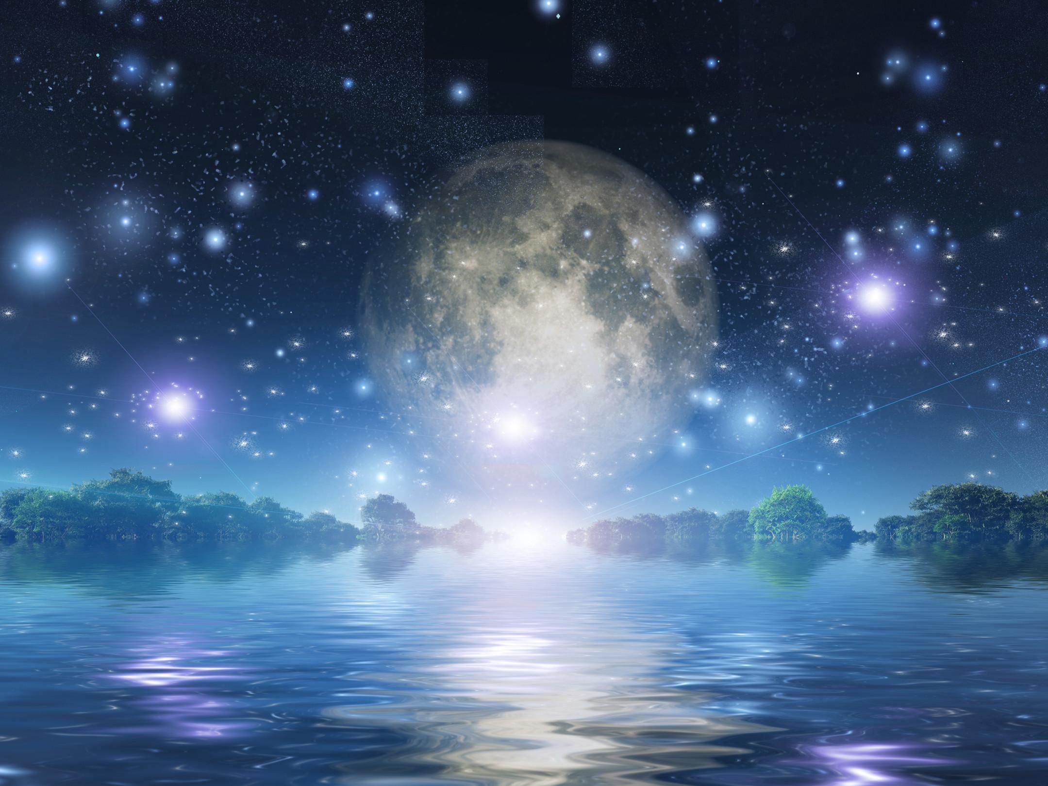Full moon sparkles_k22773592.jpg