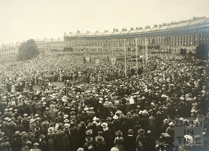 Celebration of peace, Royal Crescent, 1919  ©Bath In Time