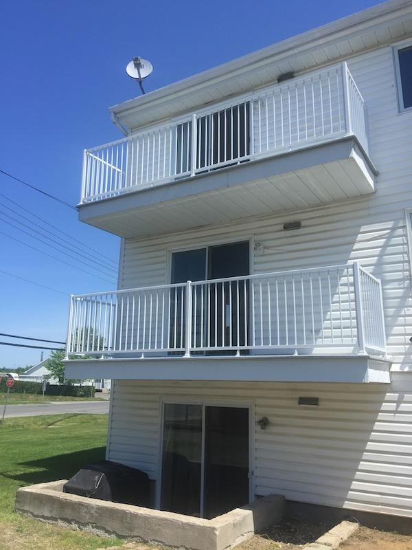 Nouveaux balcons de fibre de verre et rampe d'aluminium