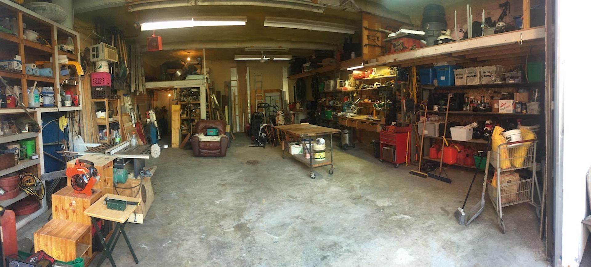 Notre entrepôt d'homme à tout faire dans l'est de Montréal. Le lieu de départ pour vous servir !