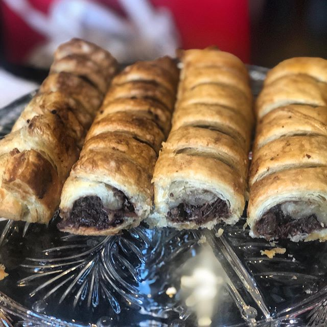 Vegan plant based baking is becoming my favorite kind of baking , the options are endless and healthier, look at this coconut chocolate, raisins and walnuts rolls ! Easy to make and delicious. Food is love ❤️. #plantbasedalternatives #foodislive ##food #foodislive #foodislove #peas #veganbaking #vegan #veganfoodshare #veganfood #whatveganseat #vegancake #plantbased #vegandessert #dairyfree #vegansofig #veganrecipes #baking #veganfoodporn #veganshare #veganism #veganaf #feedfeed #veganlife #cake #crueltyfree #veganbreakfast #bestofvegan #veganfoodie #foodporn