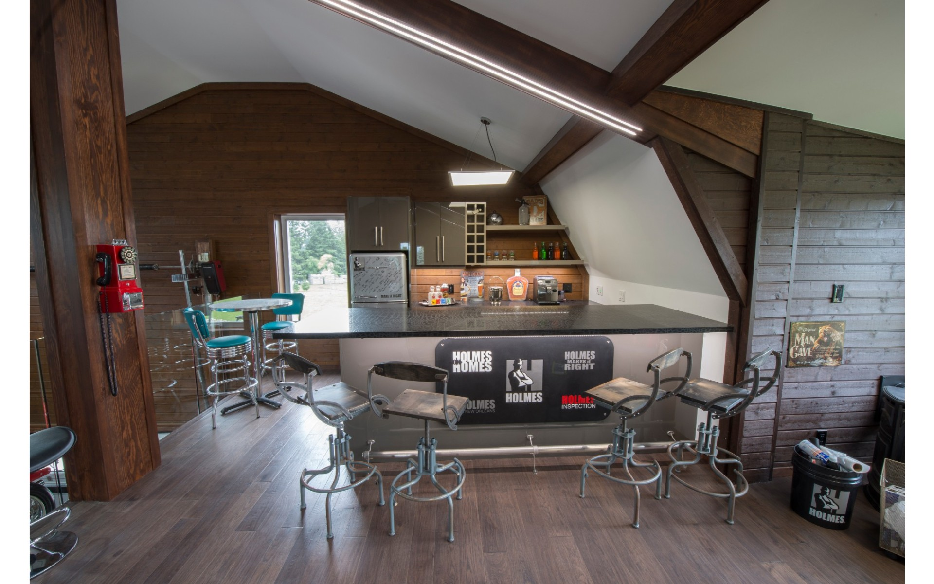 Kitchen with vaulted ceilings and bar style countertop