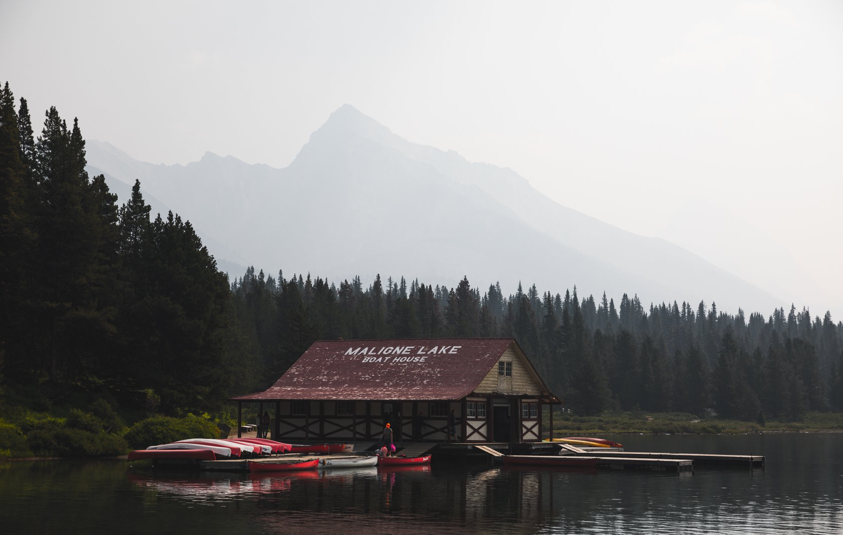 maligne lake Boat rental -  photo by alex iby
