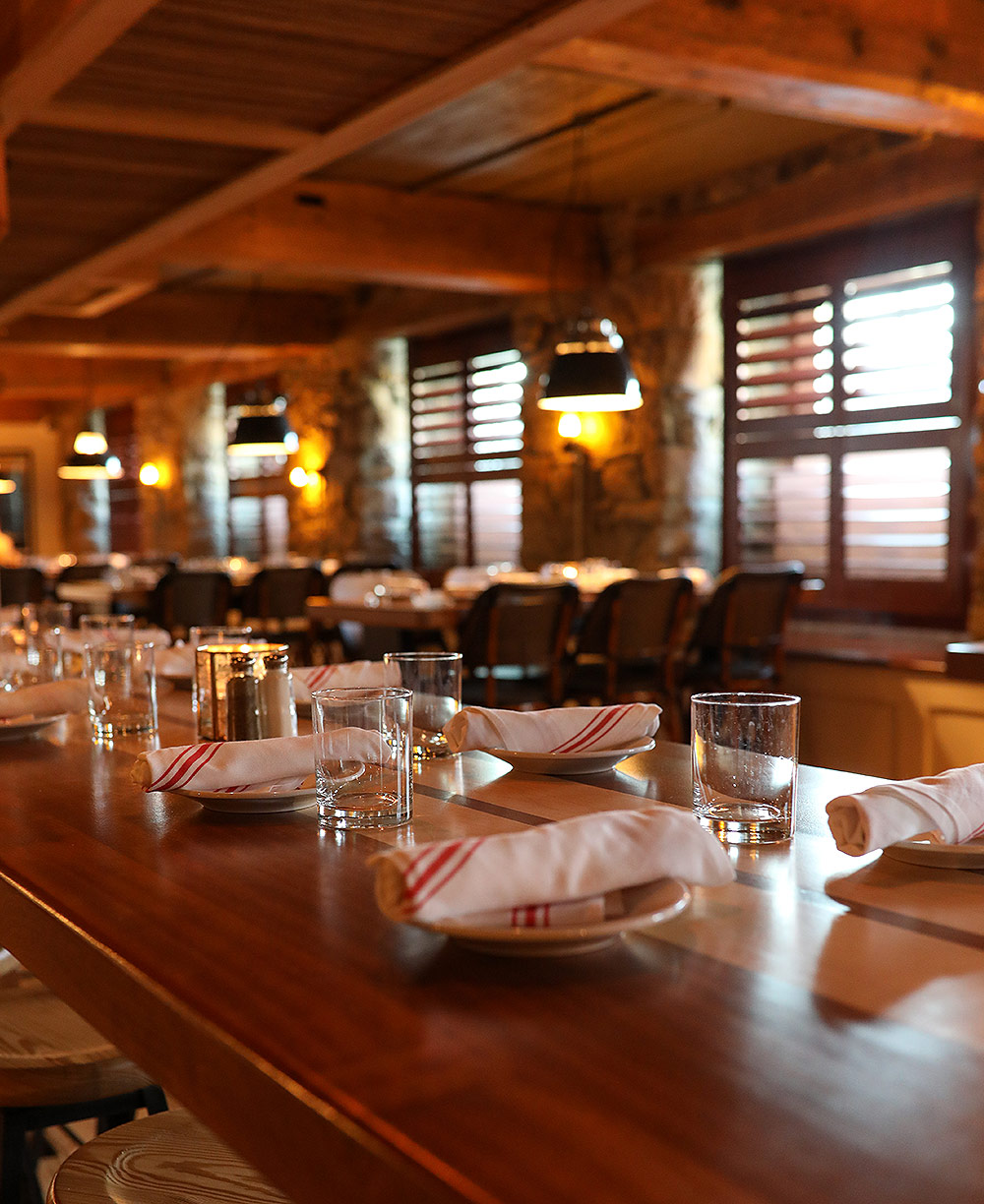 surf-club-dining-4.jpg