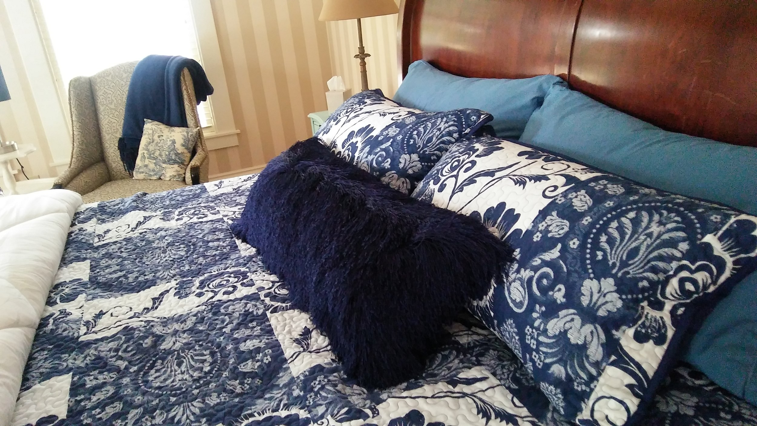 "<img alt= ""Bed from the Blue Ram room"" />"