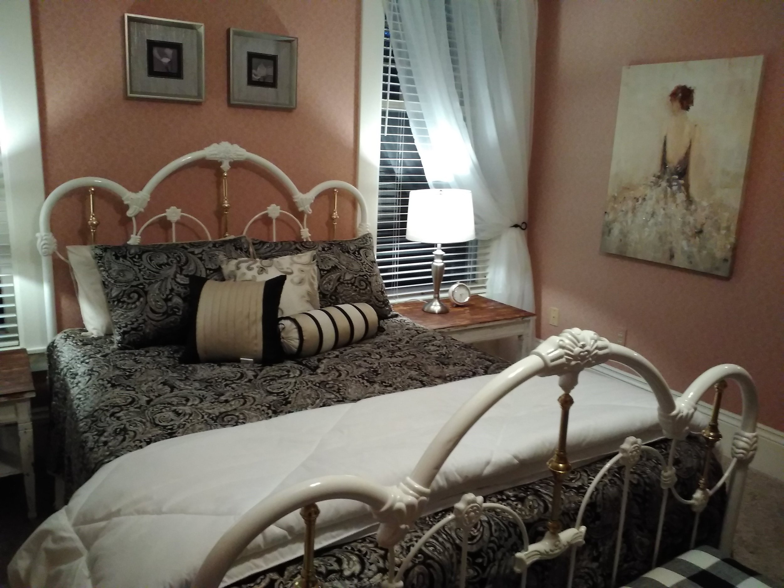 "alt=""Pink Pumpkin bed from left end of bed"""