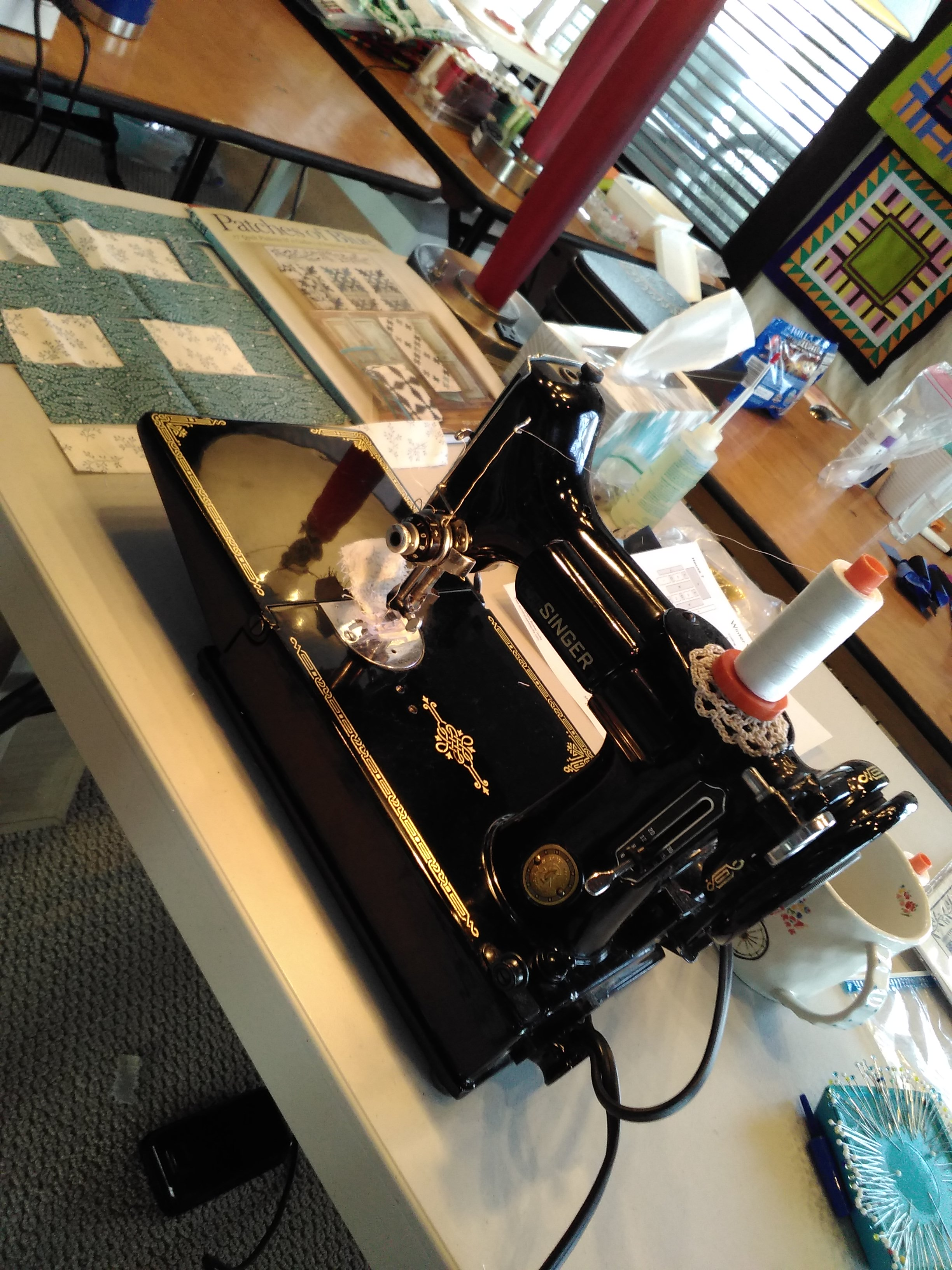 """alt=""""sewing machine from 1920s"""""""