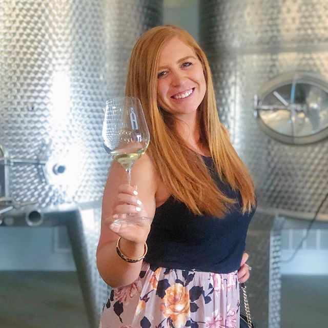 Happy Monday! 🙌🏼 I love Monday's because it gives me a chance to start fresh and set new goals! Let's CRUSH it this week! 🍇💪🏼What goals are you setting for yourself? 👊🏼#mondaymotivation #wine #visittemecula #drinktemecula