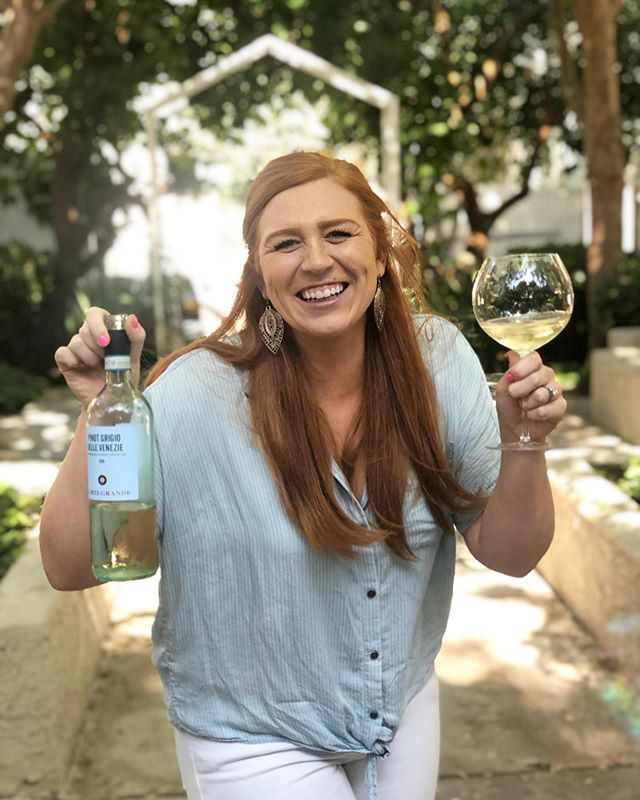 Happy #nationalwhitewineday ! 🥂 don't forget to celebrate today! 😉 wishing you all a relaxing and enjoyable Sunday! ♥️ #youcansipwithus #wine #love #sundayfunday @wtso