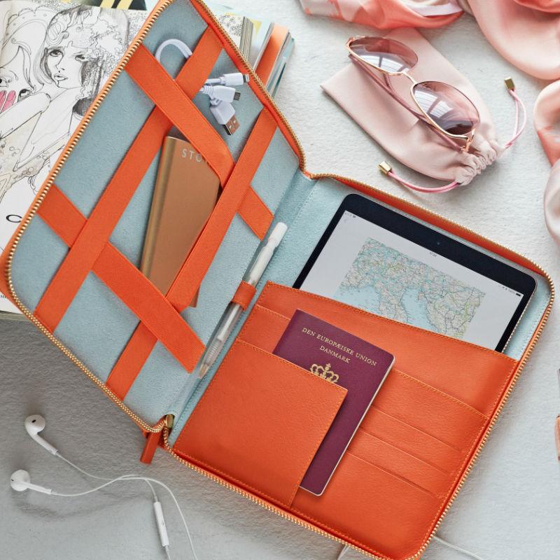 luxury-leather-travel-case-800.jpg