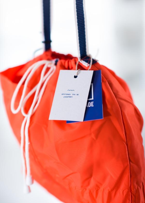 JA/-OF NEE - De Brigade maakt tassen met een boodschap gemaakt van achtergelaten reddingsvesten uit de enorme oranje afvalberg op het Griekse eiland Lesbos.