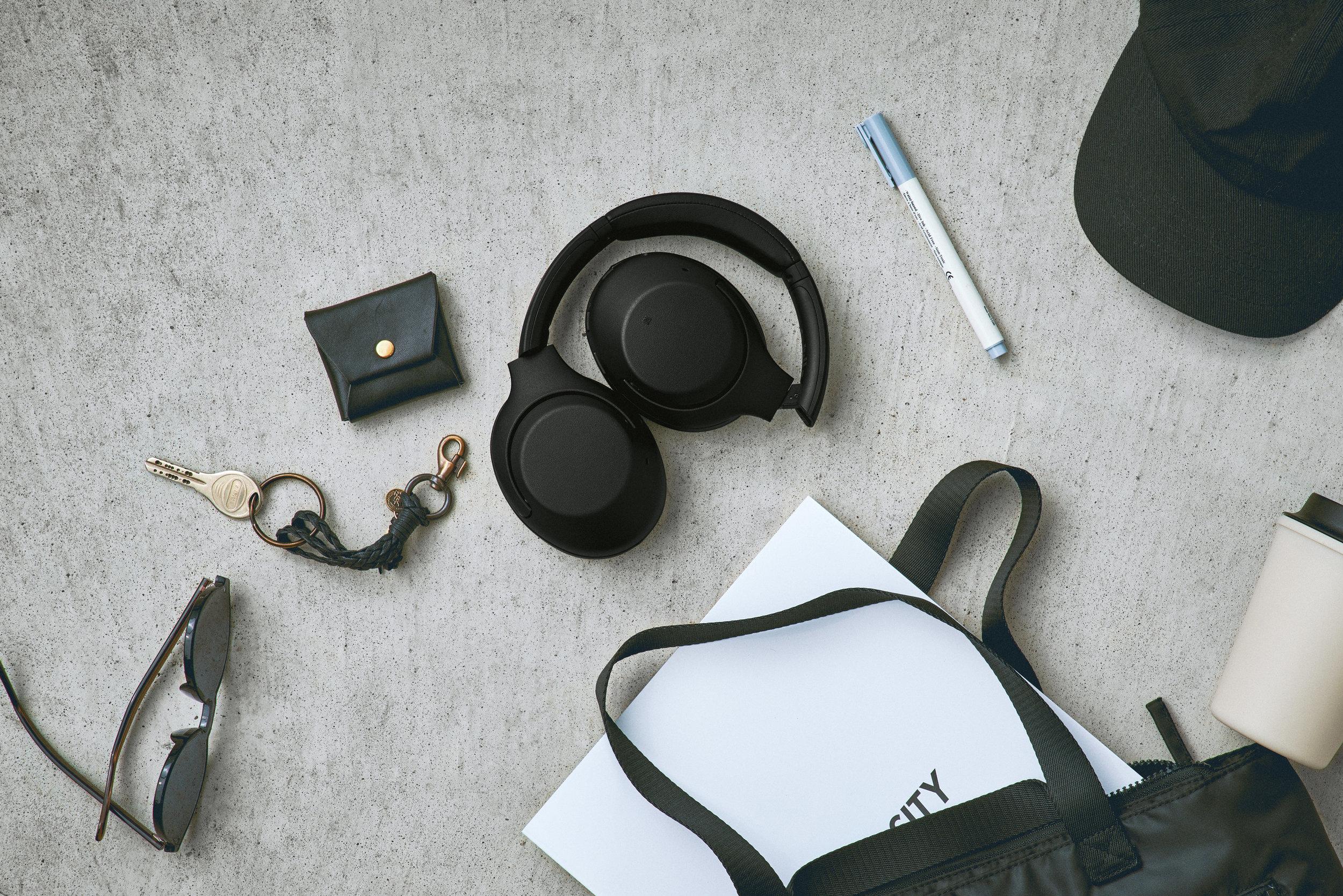 Sony_WH-XB900N_Schwarz_Lifestyle_02.jpg
