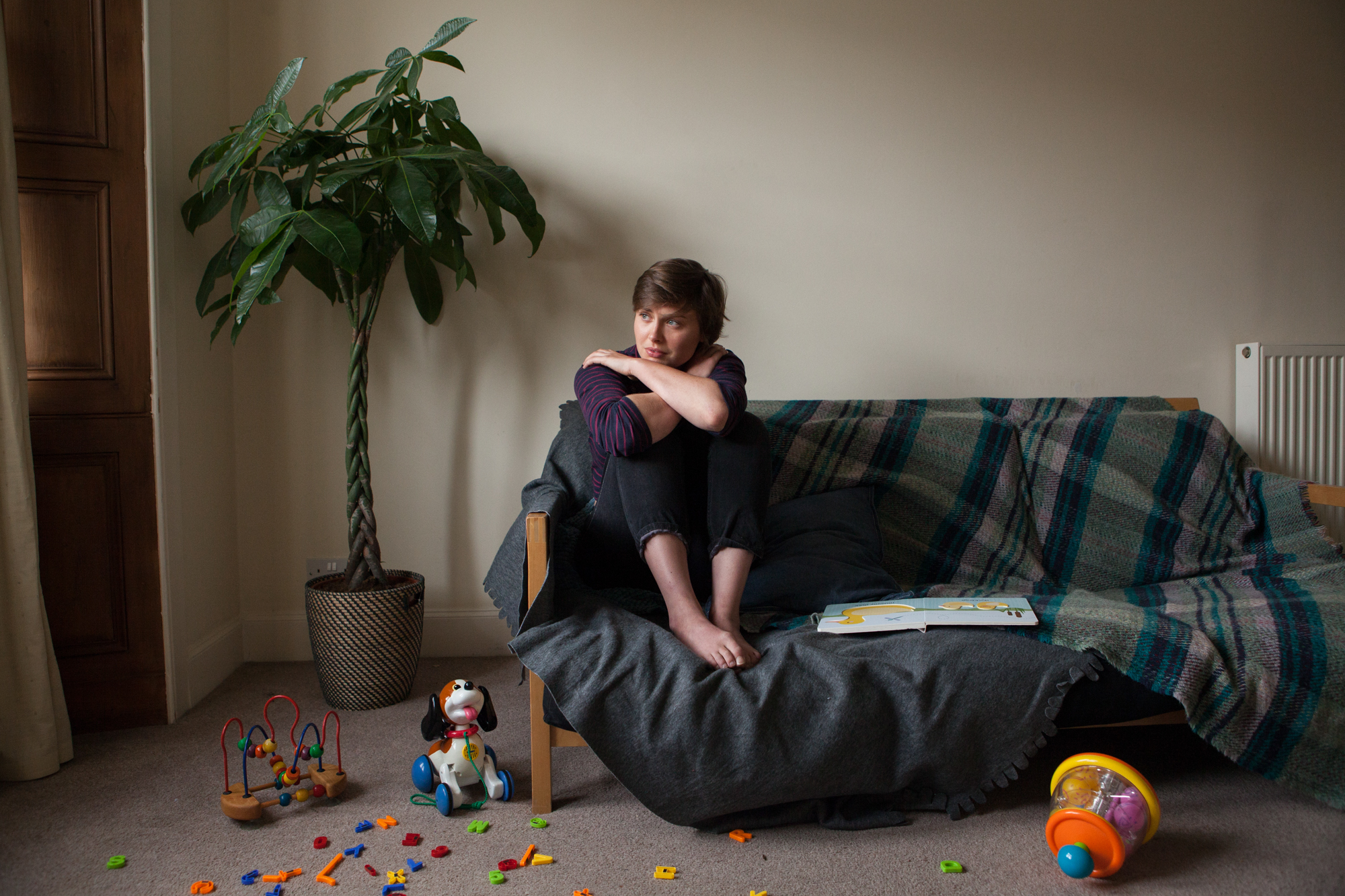 Image from One thousand words by Laura Dodsworth depicting domestic abuse