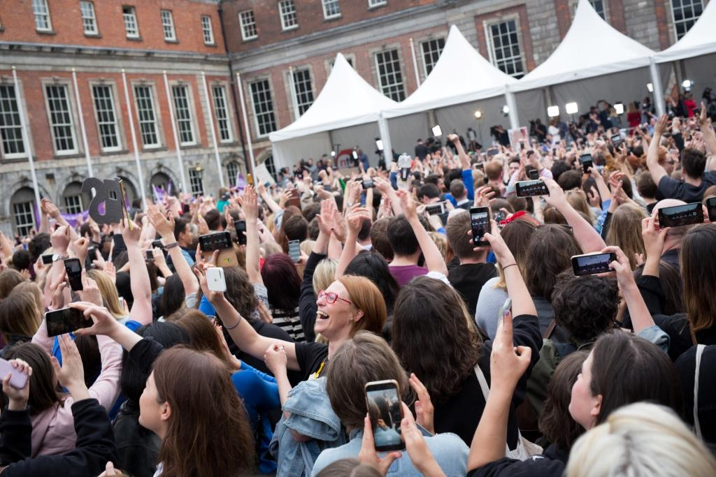 Image: Dublin Castle after the abortion referendum results were declared, 26 May 2018. Credit:  Katenolan1979 via Wikimedia Commons .  CC BY-SA 4.0 .