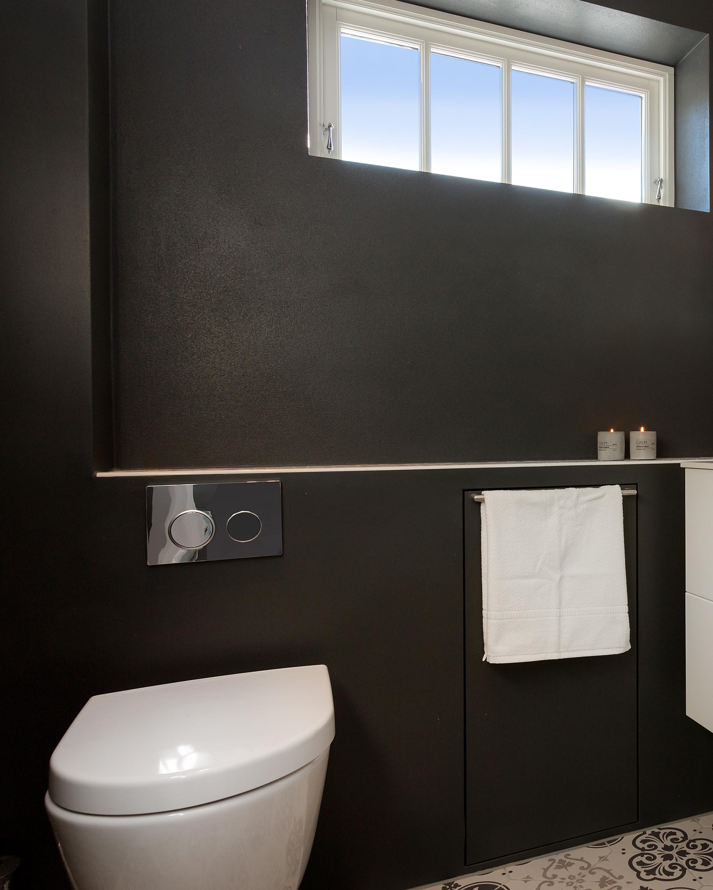 bad 5 vegghengt toalett interiør.jpg