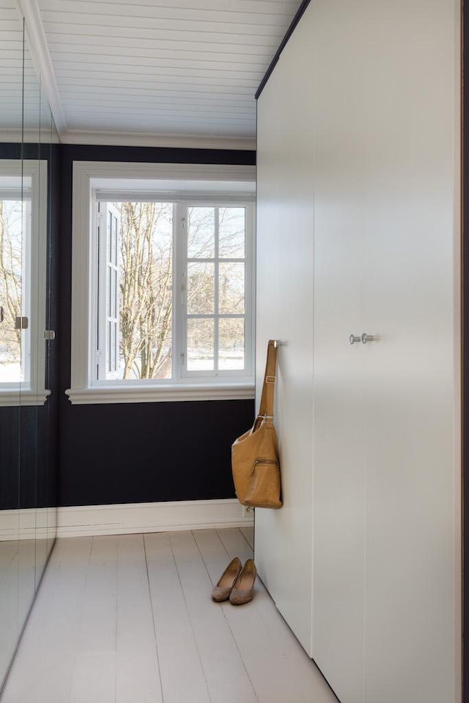 soverom hus garderobe speildører.jpg