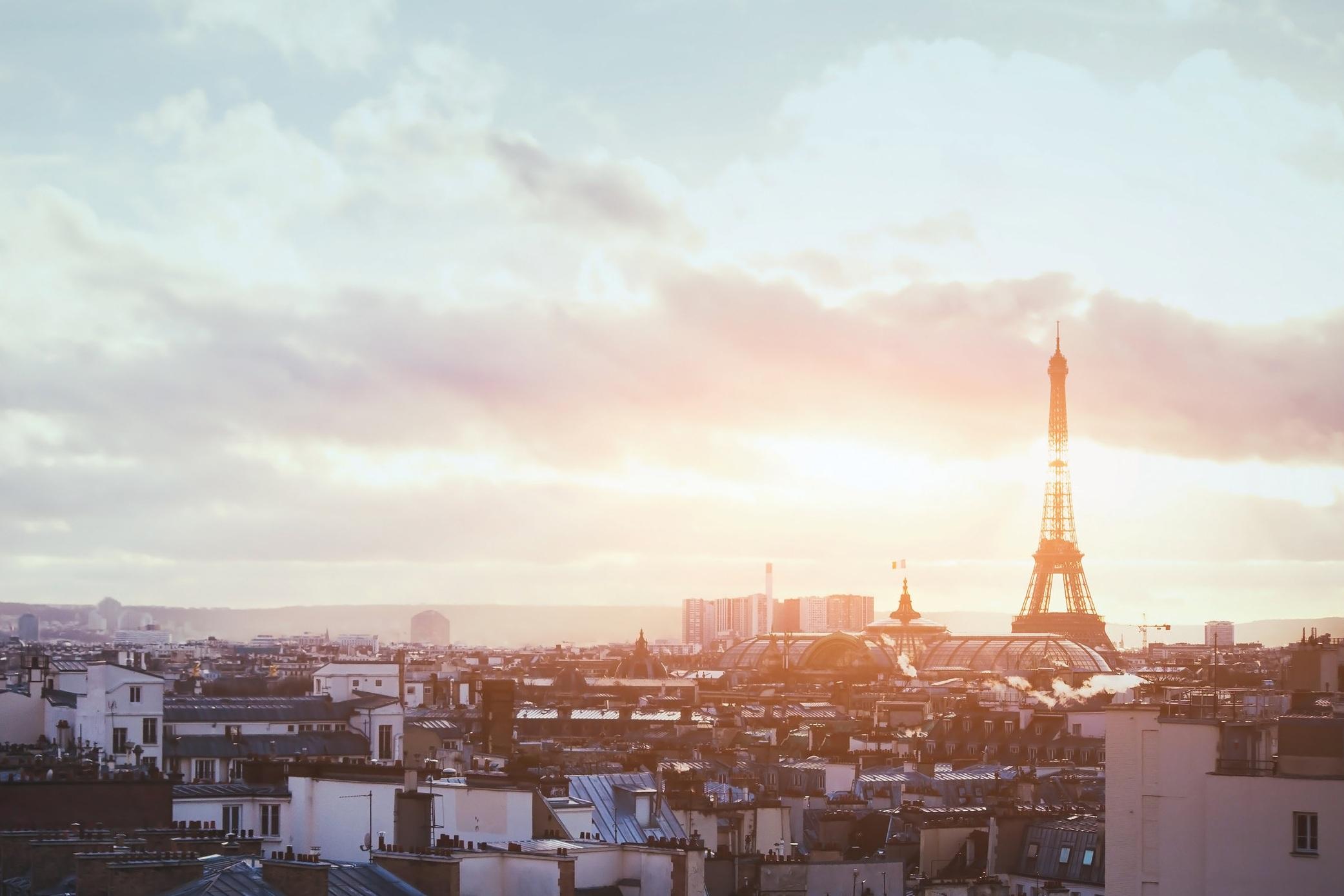 Pa%CC%82ques+sur+la+Tour+Montparnasse.jpg