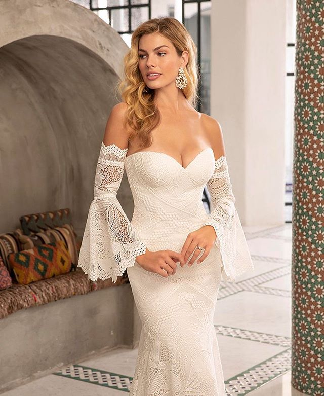 Oh @belovedbycasablanca we are dying over this new gown!! This maybe the most beautiful boho ever!! Eek we can't wait to see this on!!! Happy Thursday! . . . #bohostyle #bohowedding #glambride #glamboho #lacebridalgown #laceweddingdress #yassss #gownoftheday ##weddingdresswithsleeves #casablancabridal