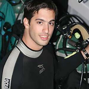 vincent-canabal-shark-diving.jpg