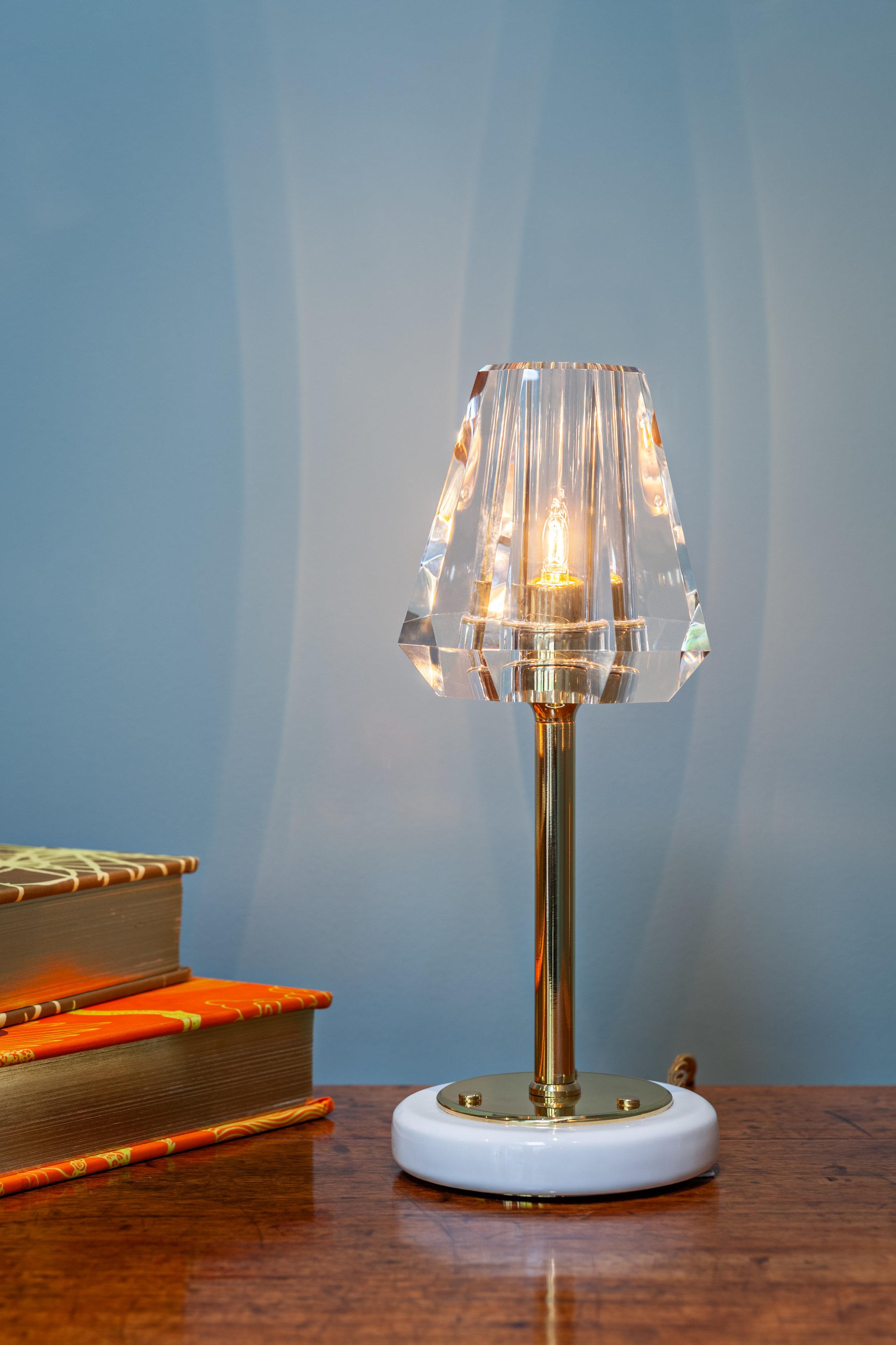 Gestalt Aquiline - Single Stem Table Lamp - © Michael Franke