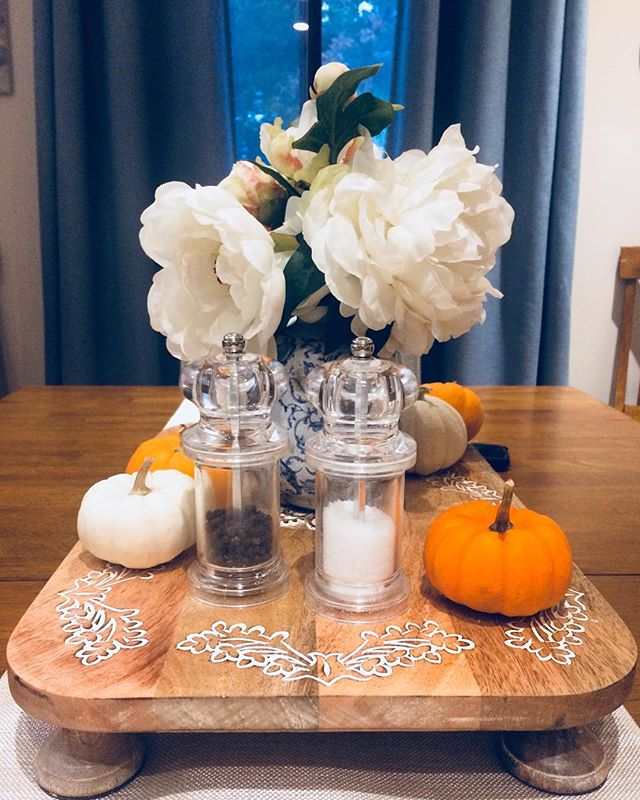 Still loving my new table centerpiece! The serving board is from Pier1 (my happy place), the vase and flowers are from a design store in Maine (and yes, the flowers are fake! Shh, don't tell anyone 😉), and the mini pumpkins are from my local grocery store! I am ready for fall! #interiordesign #tablecenterpiece #minipumpkins #pier1love