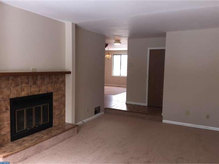 Living Room Before 2.jpg