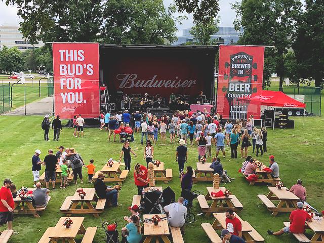 budweoser-backyard-bbq-stage-crowd.jpg