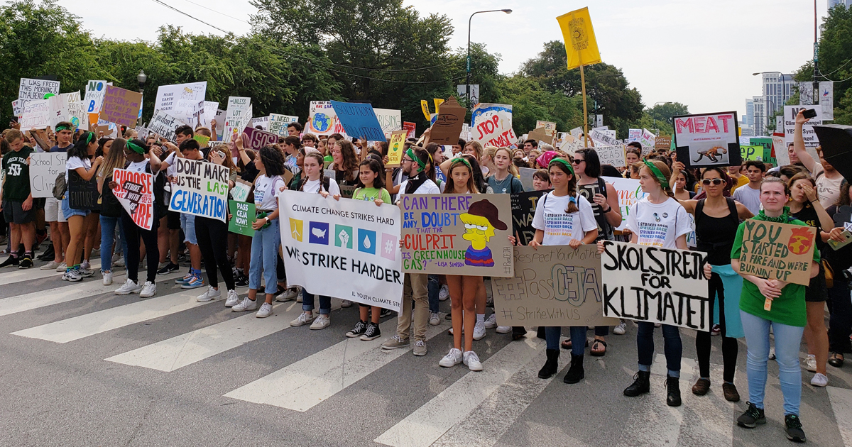 The front line of up to 3,000 Youth Climate Strike marchers on Sept. 20, in Chicago. Photo by Cheryl Scott.