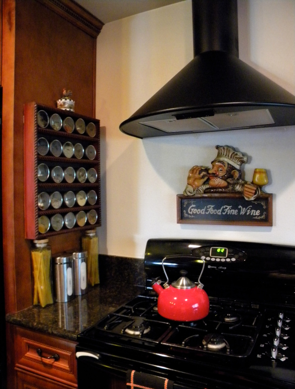 Darinka H. of California made a shelf unit with magnetic backing