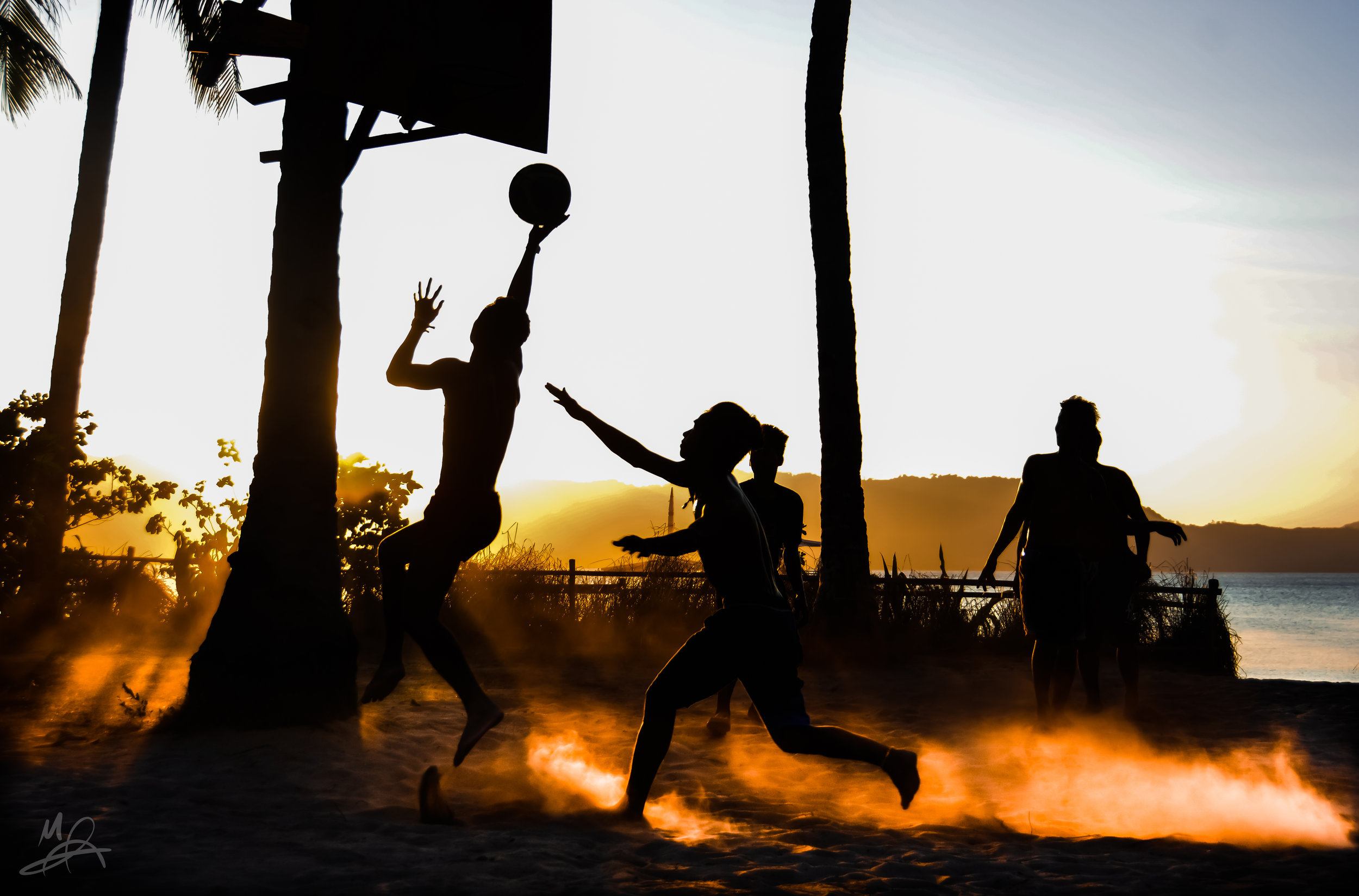 Silhouettes playing sport 1/2