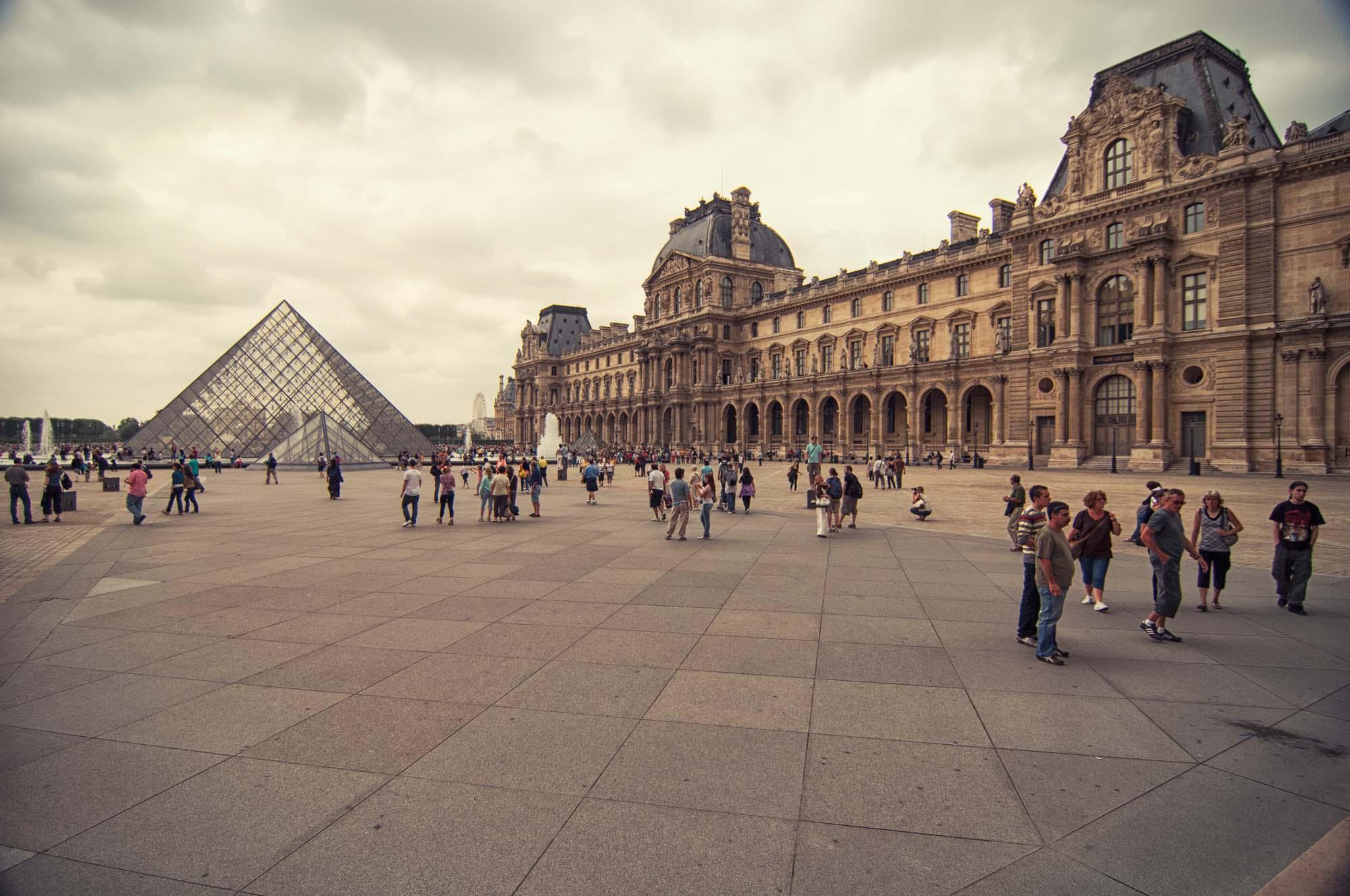 Louvre_>Museum_Paris_France_00004.jpg