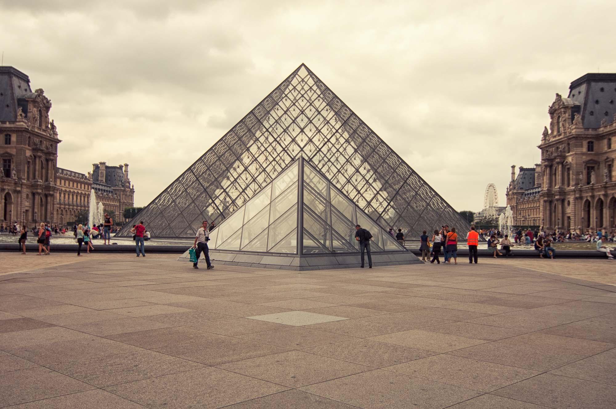 Louvre_>Museum_Paris_France_00005.jpg