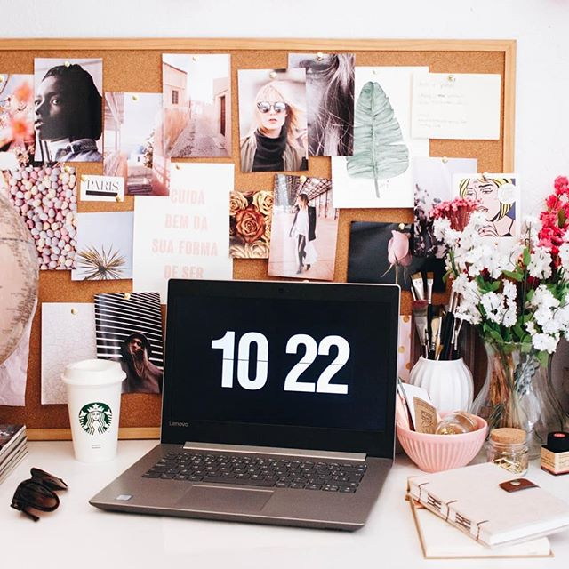 This beautiful office scape by @ellajardim of @unsplash is absolutely AH-MAZING! So, we just had to share! 😍💗😭😌 . . . 📸: @ellajardim 💫