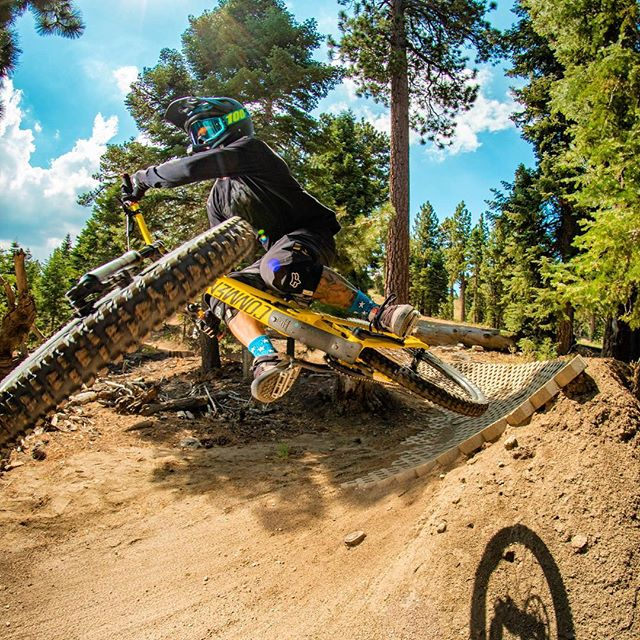@jstaggs18 ripping it up  @snow_summit 📸 @pbnj_all_day  @commencalusa  #mtblife #whipitwednesday #staggsracing #mountains #ride #downhill #rad #bigbear #california #mtb #mtbike #dhbike