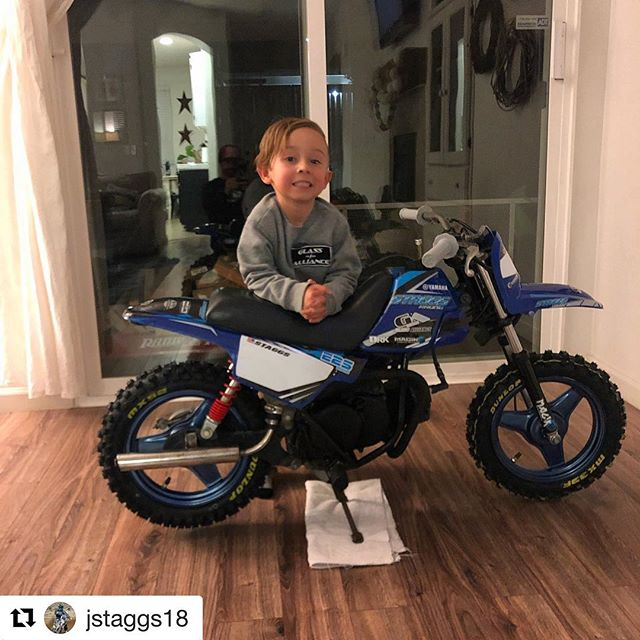 #Repost @jstaggs18 ・・・ Just a kid and his first dirt bike!! #staggsracing #staggskid #pw50 #yamaha #race #motocross #glassalliance #magiksc #iwannaride  @glass_alliance  @magiksc  @yamahamotorusa