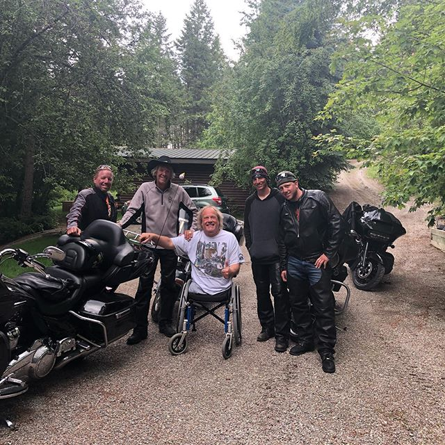 Check out this wild bunch!!!! My good friends from Minnesota stopped by today on their Harleys!!! I love my friends!!!!!! #friends #harleydavidson #bikes #buddys  #local #kalispell #montana #machinegunsmontana #flatheadlake