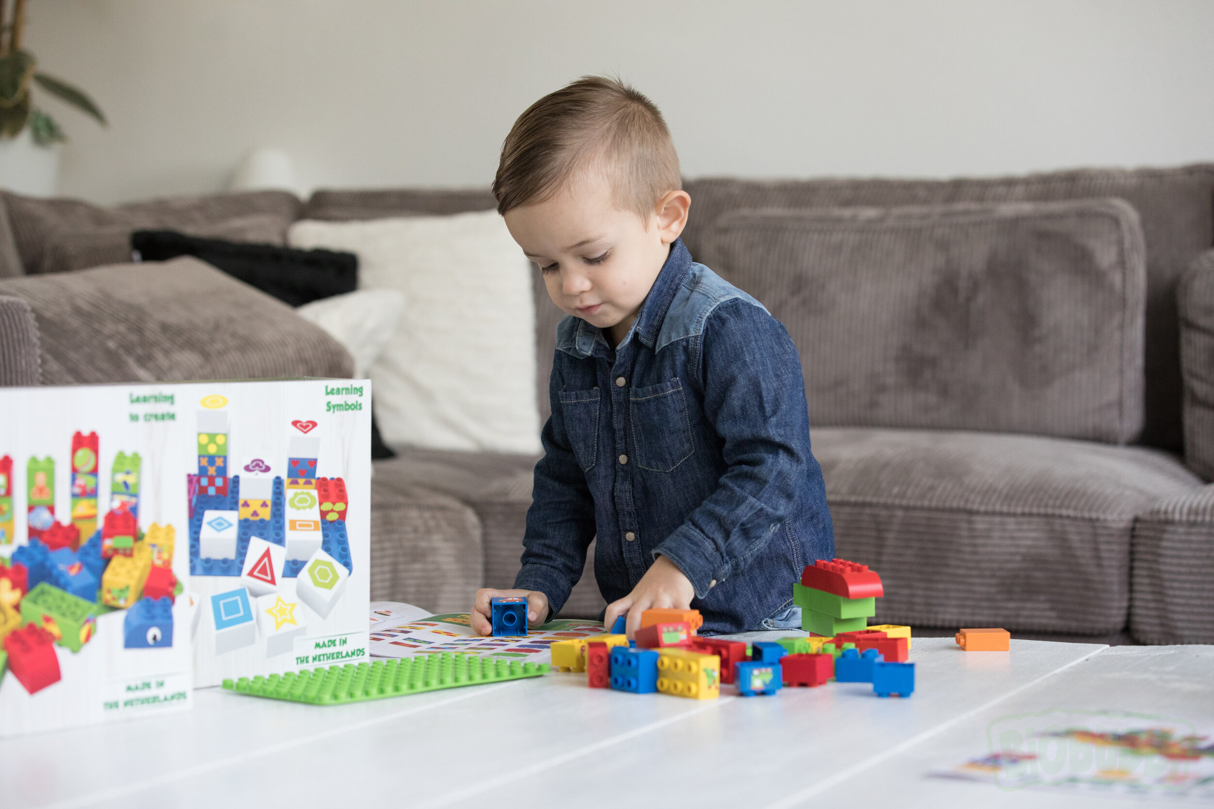 BiOBUDDi Building Blocks - Made in the Netherlands from the waste product of Sugar Cane these are the ultimate Eco-blocks!Created by father of two these building blocks have been 5 year in the making.Packaging is made from Recycled Card or Bio-plastics.
