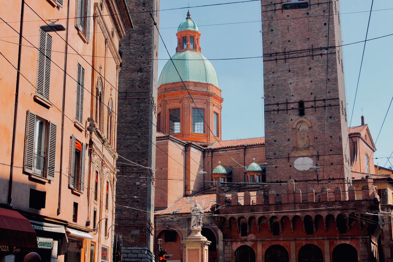 Bologna_base of two tower.png