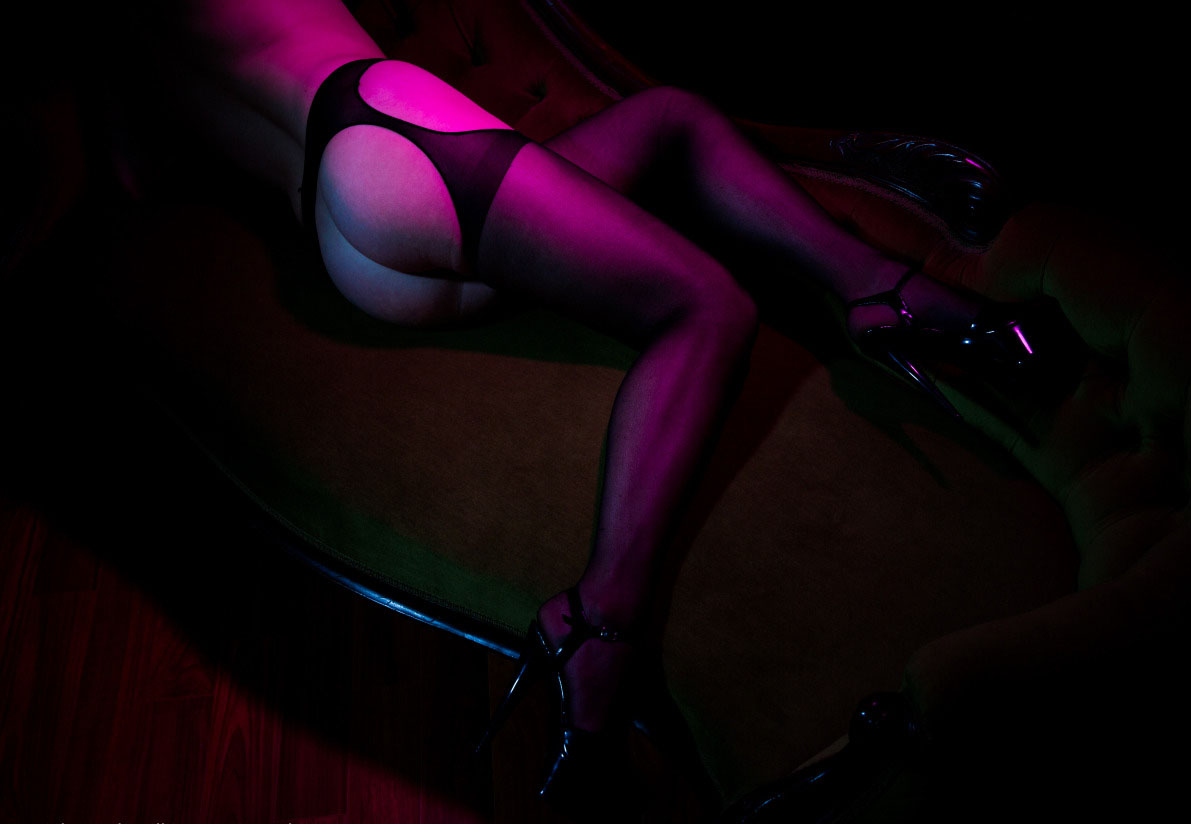 Submissive on Display | Photo: MrPara