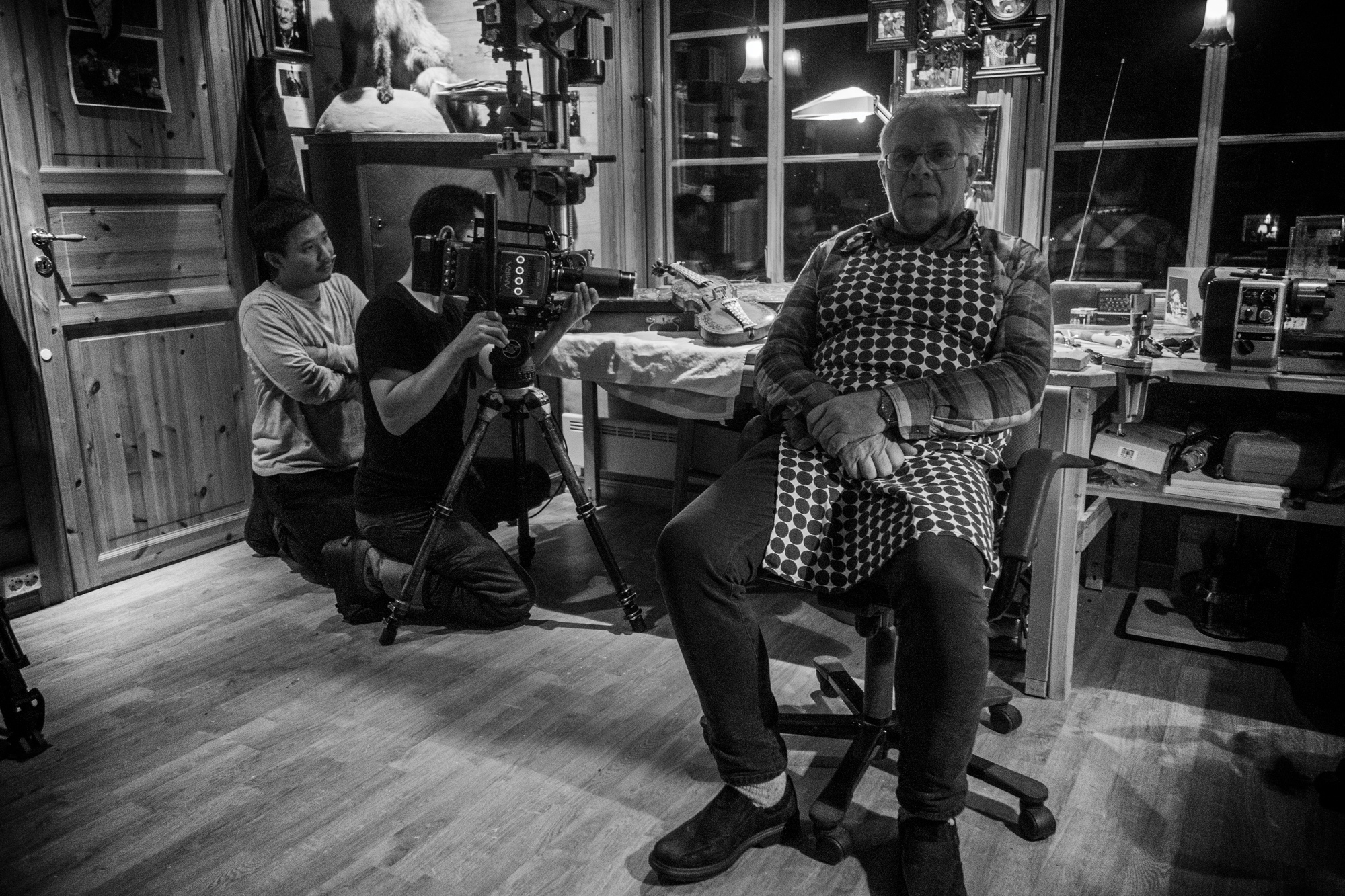 Filming the fiddle-maker. バイオリンメーカーの撮影。