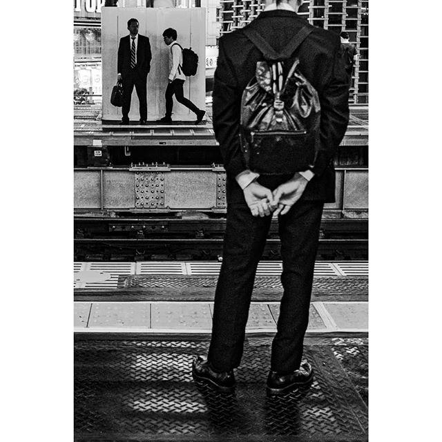 Commuting, commuting. Endless commuting in Tokyo. ずっと 終わらない通勤、東京。  #ストリートスナップ #ストリートスナップ東京 #モノクローム写真 #モノクローム写真 #モノクロ写真 #東京生活 #サラリーマン #通勤電車 #シルエット #後姿 #美夜寝 #写真家 #写真すきな人と繋がりたい #フジフィルム #fujifilm #tokyolife #commuters #streetnarratives #streetsnappers #Bjørne #norskefotografer #norgesfotografer #blacksuit #tokyostreetphotography #monochromestyle #hands #expressivehands #artphotography