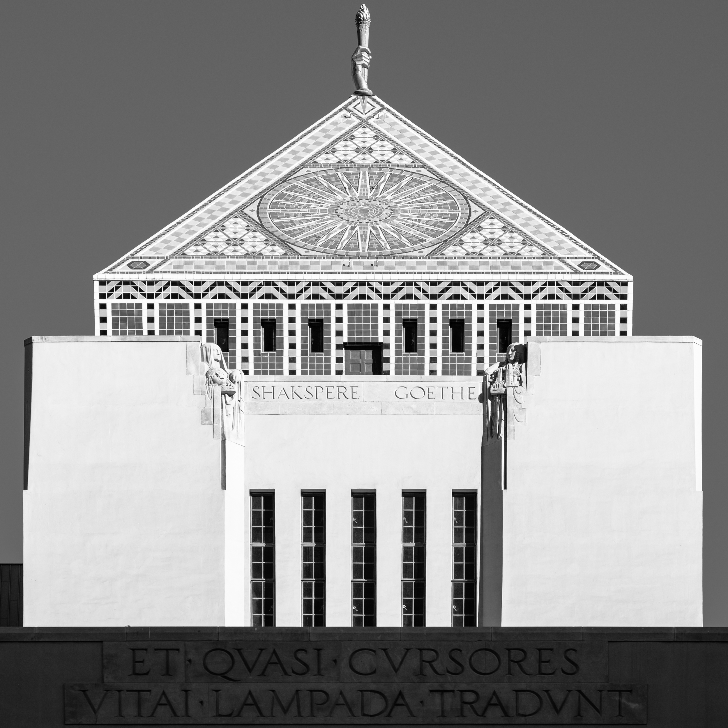 LOS ANGELES CENTRAL LIBRARY_TOWER.jpg
