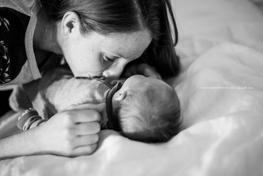 mom-kissing-baby-tummy-love-boerne.jpg