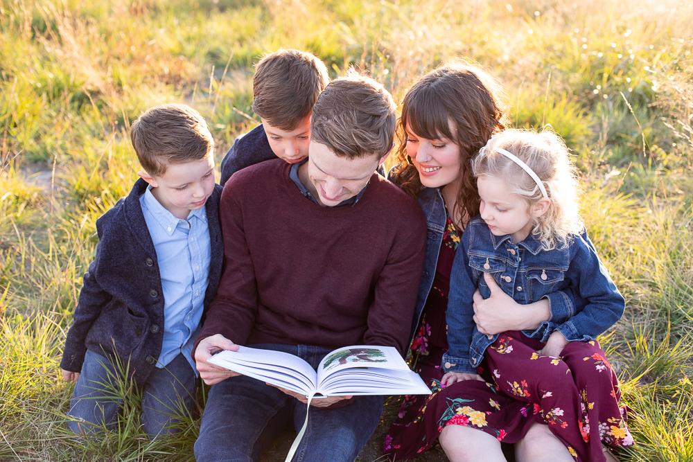 family-lifestyle-park-storytime