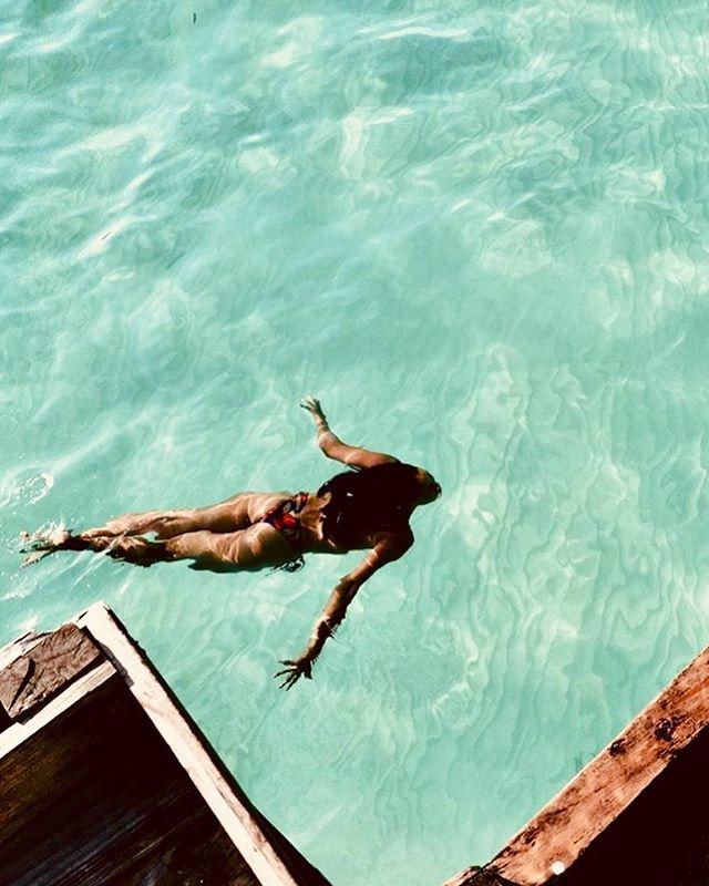 T h a l a s s o p h i l e (n) A lover of the sea, someone who loves the sea, ocean. 💦 #islandgirl Always & forever 💓 . . . . . #sea #ocean #love #philippines #boracayisland #summervibes #travel #girlsborntotravel #weekendvibes #summerlove #traveldeeper