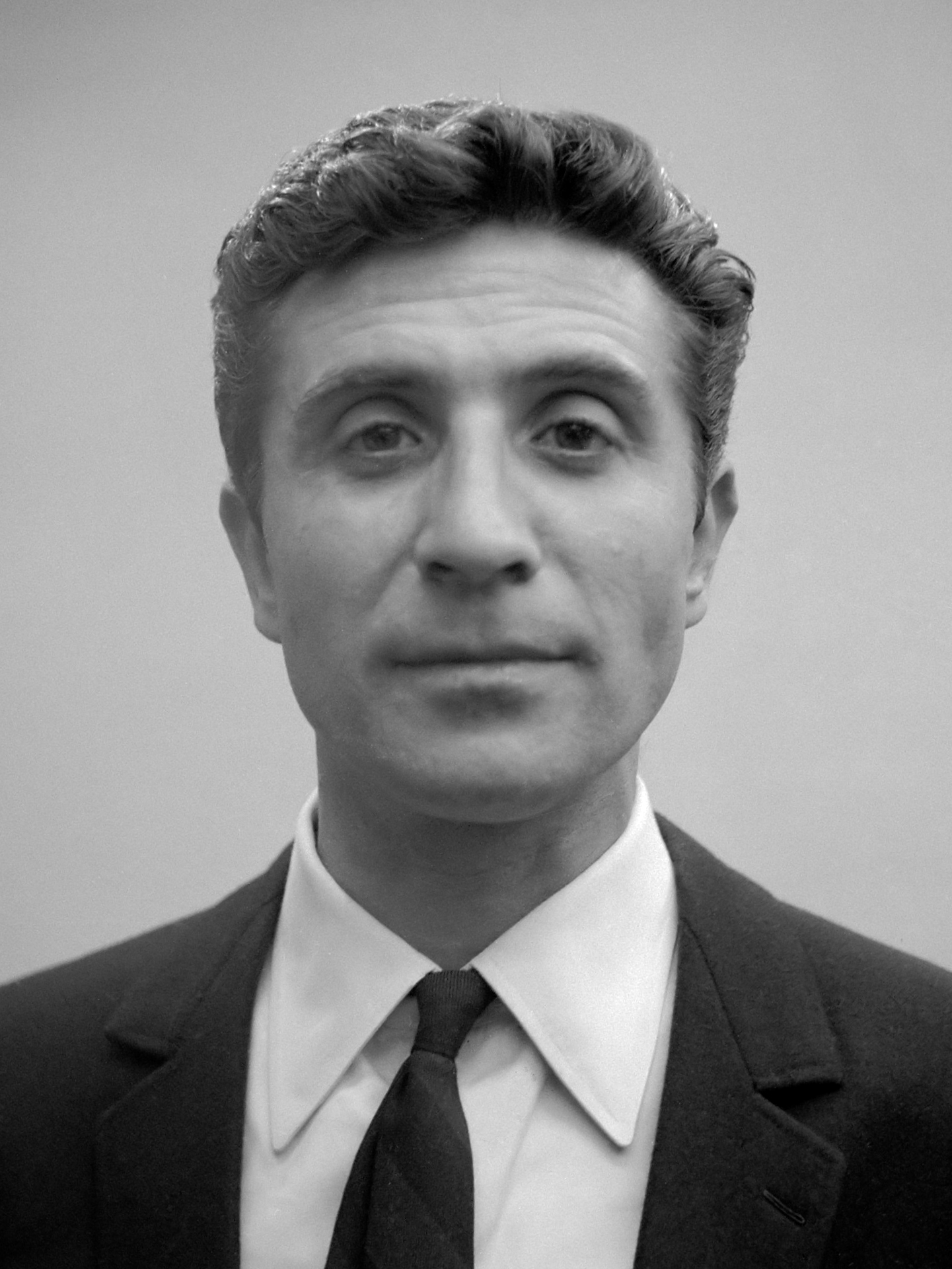 Gilbert_Bécaud_(1964).jpg