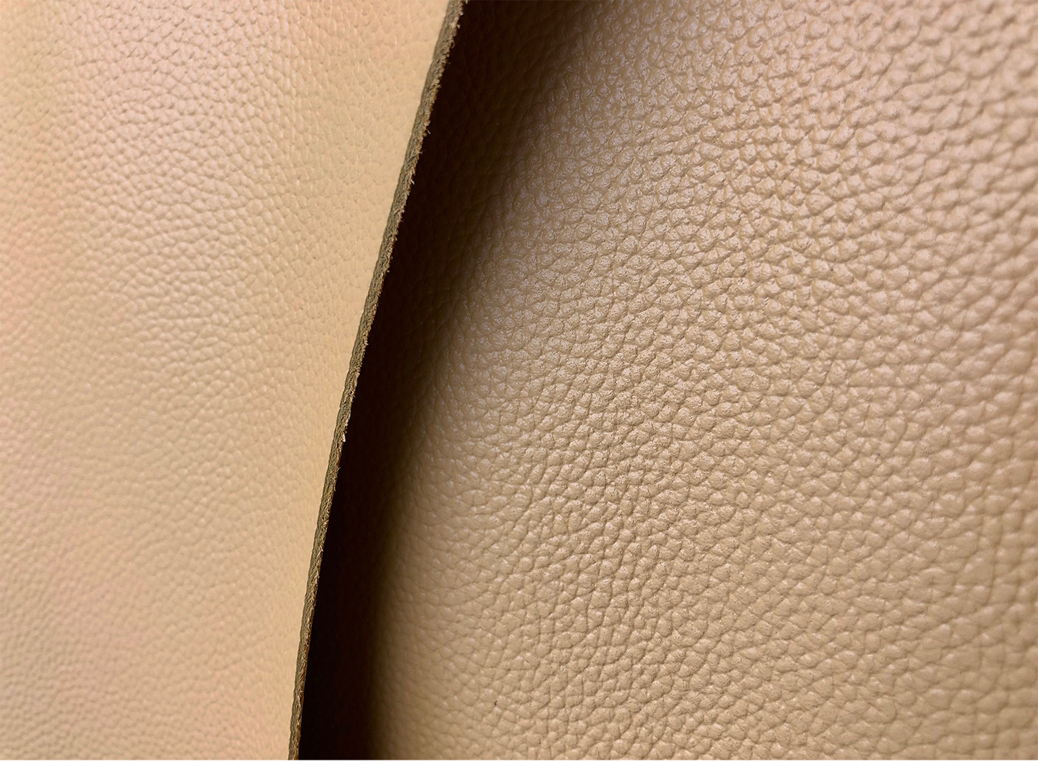 LEATHER - Committed to the highest quality materials, we have invented of a new kind of leather for the Buwood handbag.