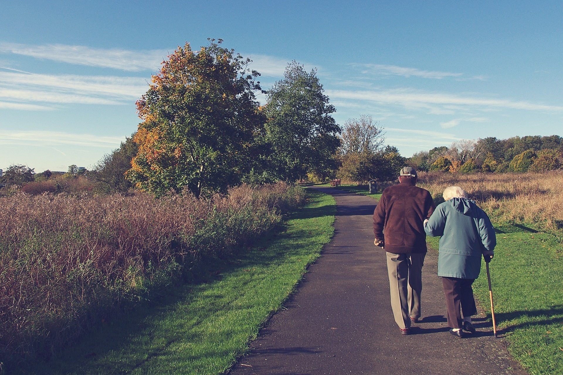 Elderly+Couple+Walking+image.jpg