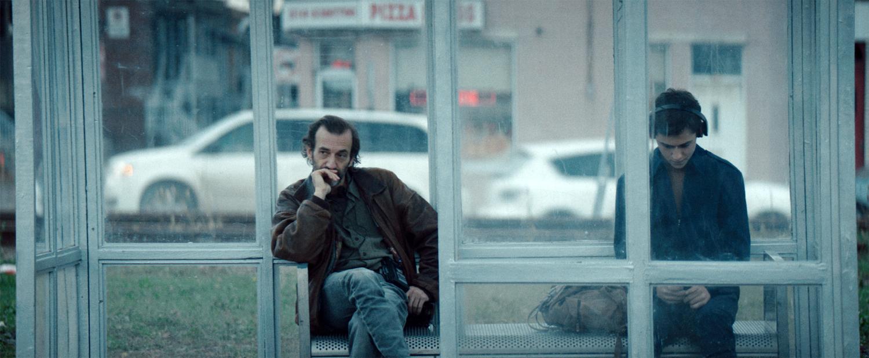 11_ATC_Yves et Marc à l'arrêt de bus -  ©Ian.Lagarde_Still01.jpg